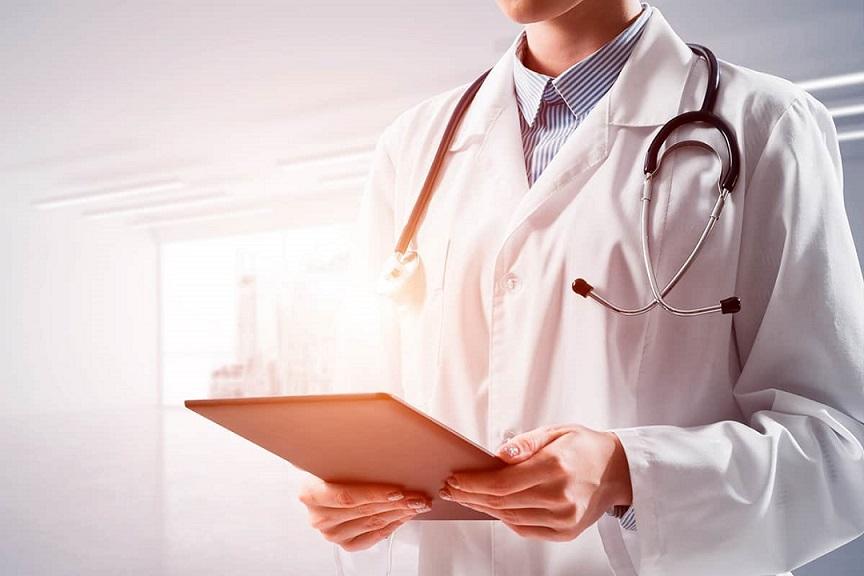 Por que os médicos não tocam mais nos pacientes?